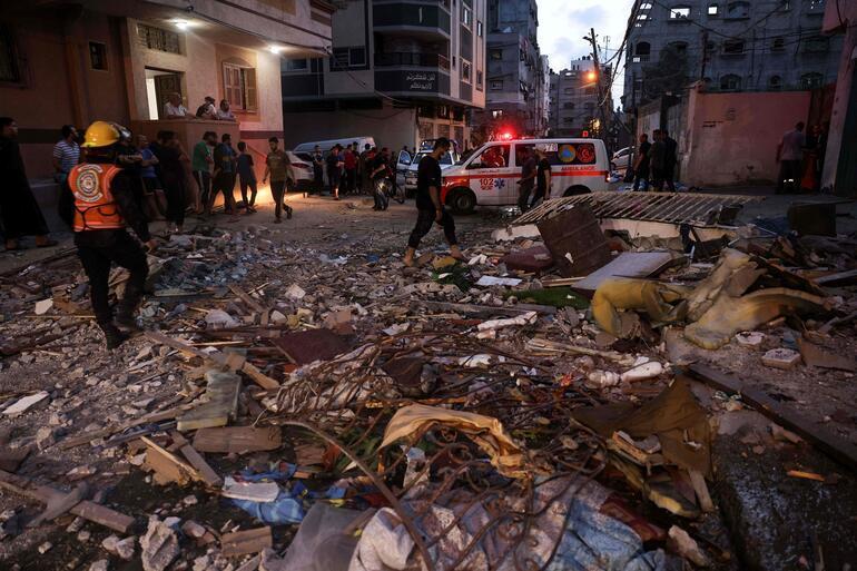 Israel resumes airstrikes on Gaza Strip