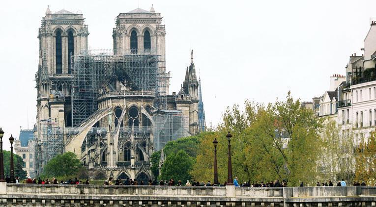 Notre Dame'ın restorasyonu için bağış yağdı