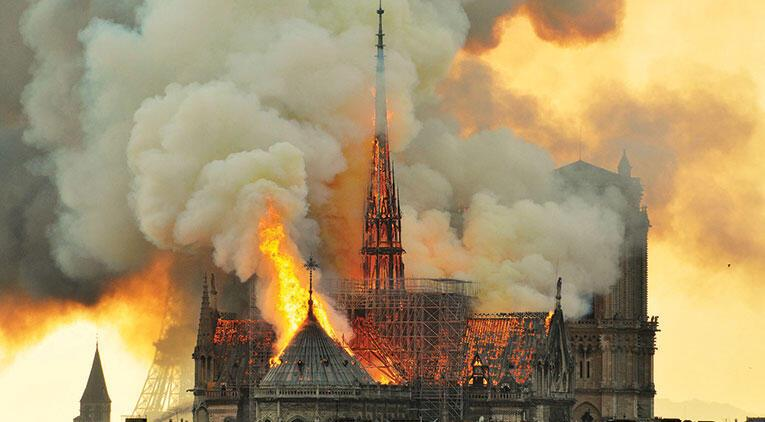 Notre Dame'ın yenilenmesi Fransa'yı ikiye böldü