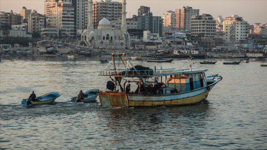 İsrail, Gazze'deki balıkçıların avlanma mesafesini 10 mile düşürdü