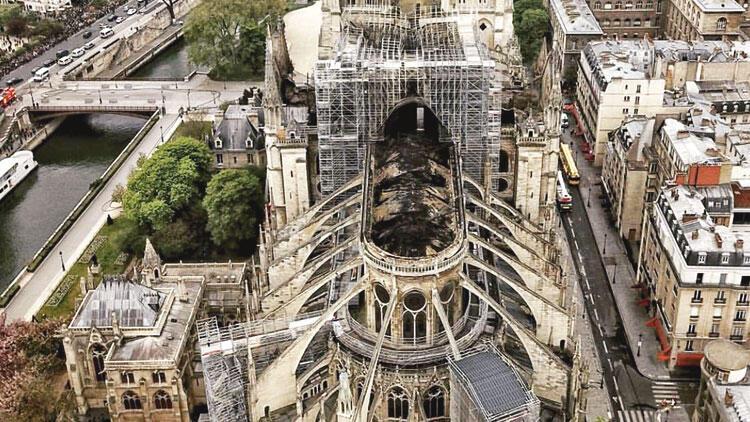 Notre Dame havası 'kurşun' gibi ağır