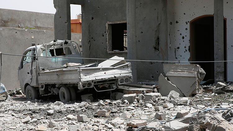 Libya'da Hafter, UMH askeri kampına saldırı düzenledi