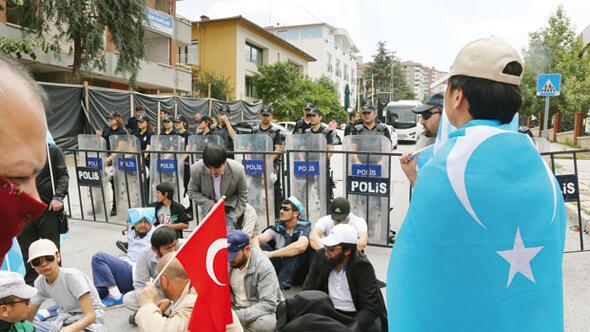 Tayland'ın Çin'e teslim ettiği Uygurların resimleri ile ilgili görsel sonucu