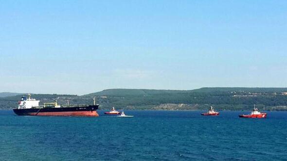 Çanakkale Boğazında karaya oturan Yunan bandıralı tanker kurtarıldı 40