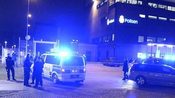 İsveçte polis karakoluna bombalı saldırı