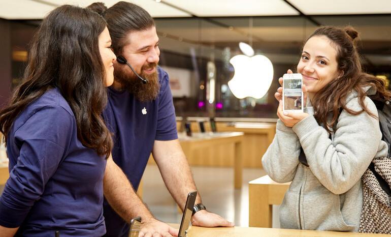 iPhone 8 İstanbulda satışa çıktı İnsanlar kuyruk oldu...