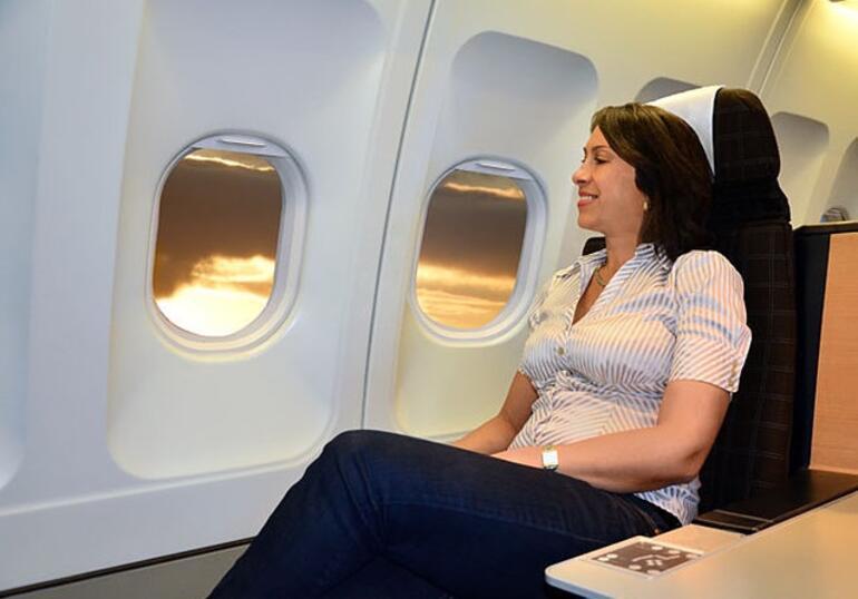 Uzun süreli uçuşlarda rahat ettirecek 8 tüyo