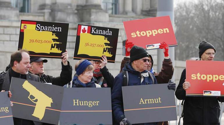Alman hükümetinin silah ihracat politikası protesto edildi