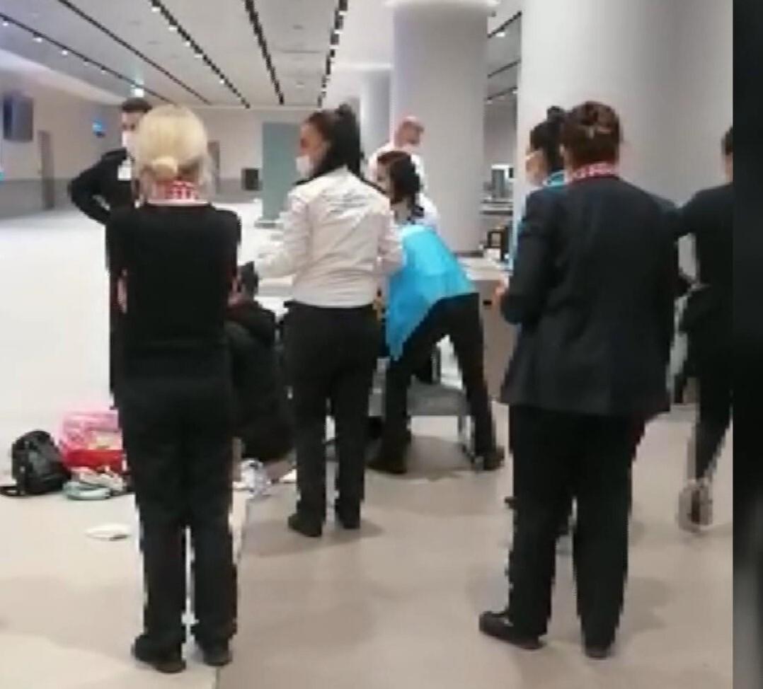 Uçaktan indi, doğum yaptı! İstanbul Havalimanı'nda hareketli anlar