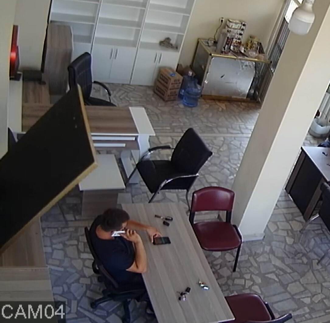 Zonguldak'ta şaka gibi olay! İşyerinde otururken yaralandı