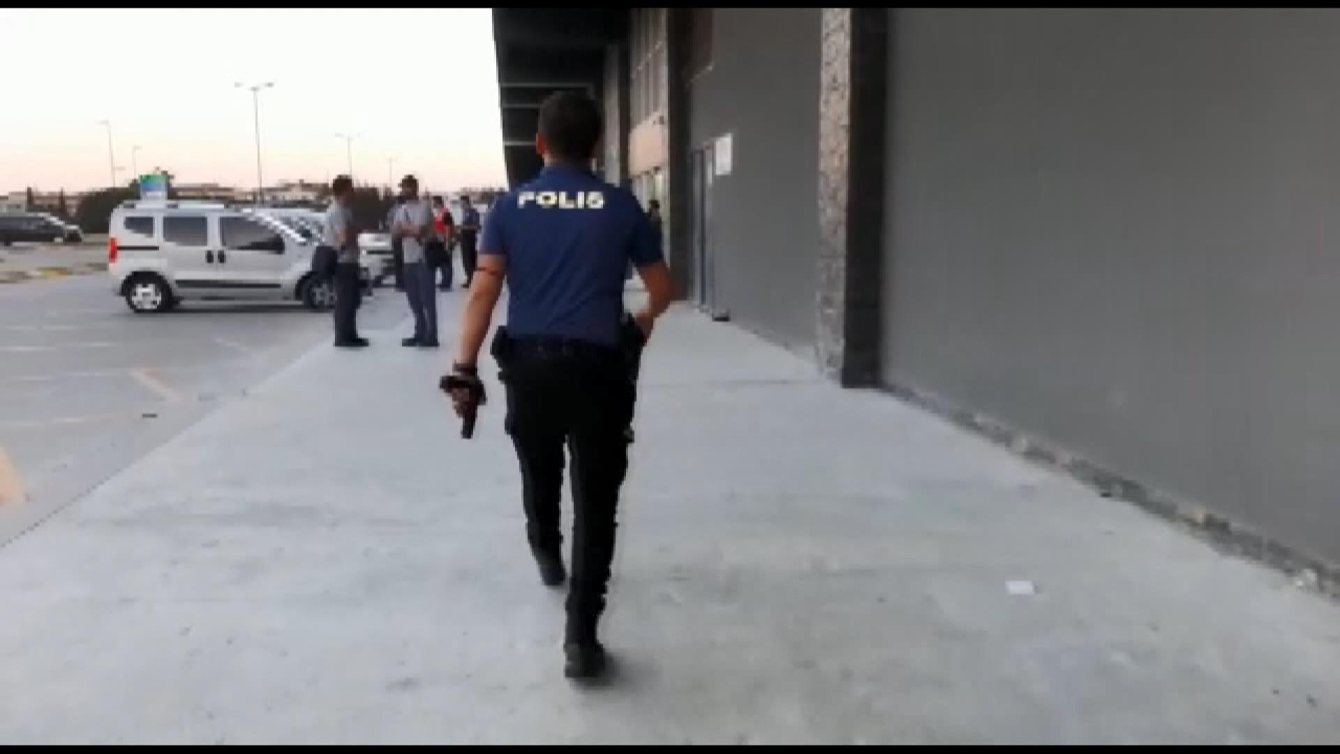 Esenyurt'ta güvenlik görevlilerine sopayla saldırdılar