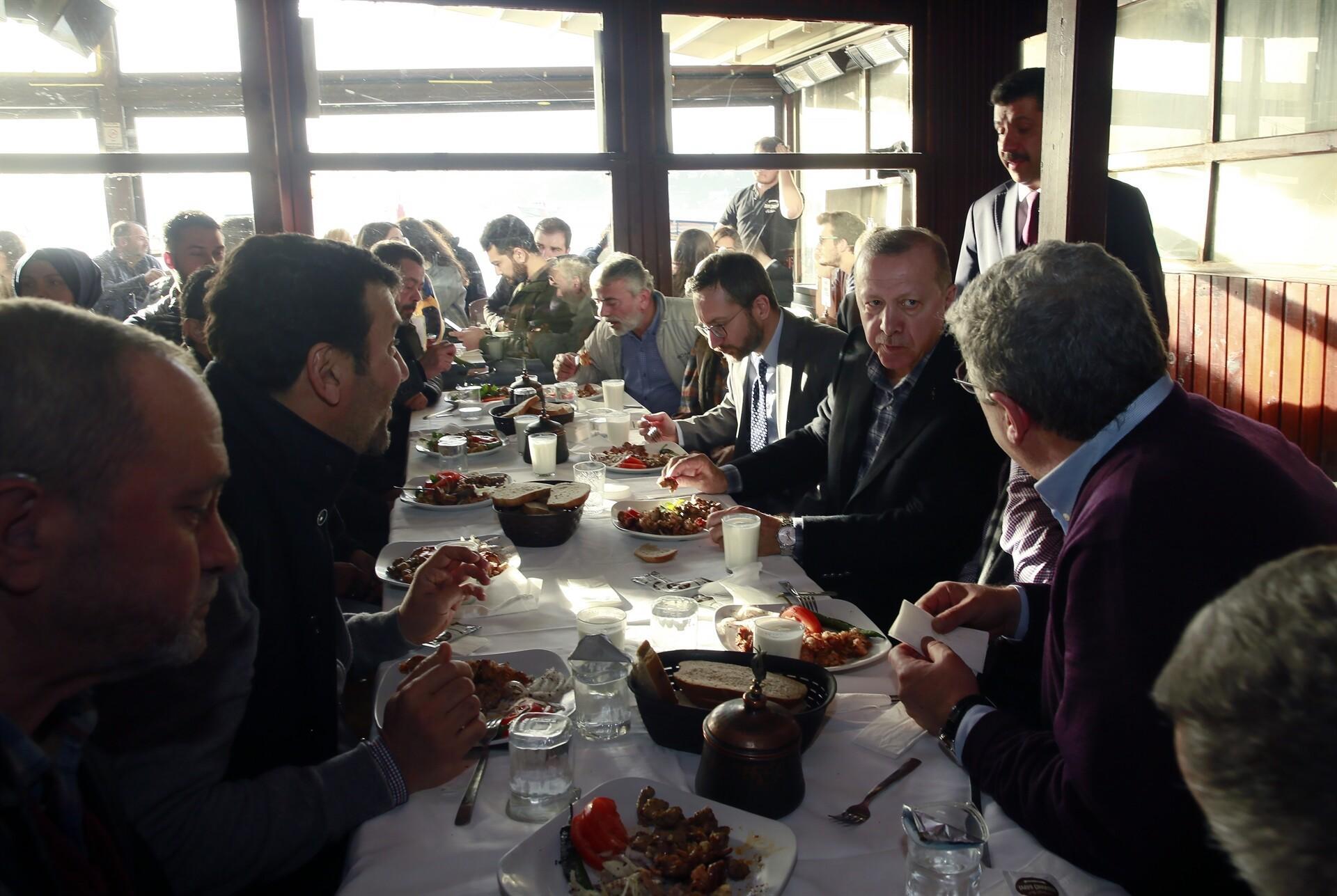 Cumhurbaşkanı Erdoğan'dan sürpriz ziyaret! Vatandaşlar yoğun ilgi gösterdi