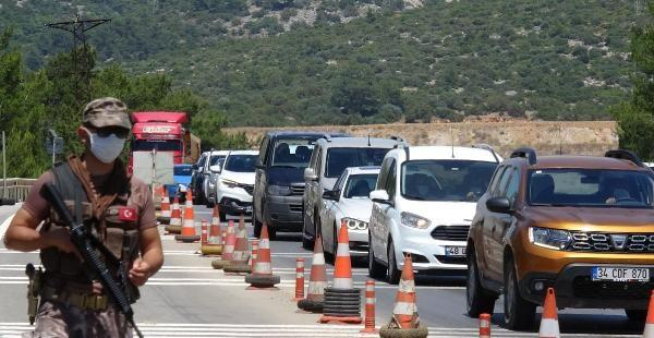 Son dakika haberler: Bodrum'a 24 saatte 10 bin araç giriş yaptı! Akın akın geliyorlar