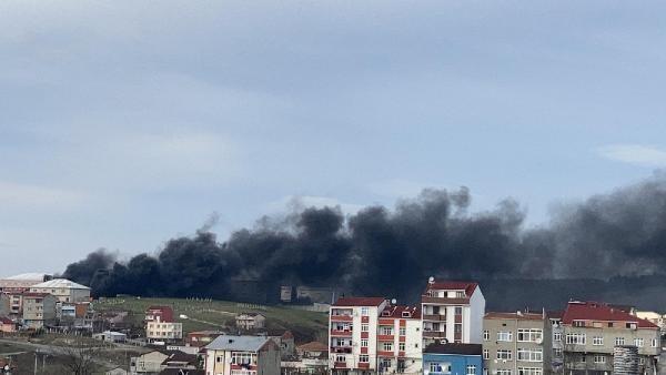 Son dakika... İstanbul'da ayakkabı mağazasında yangın: 3 araç küle döndü