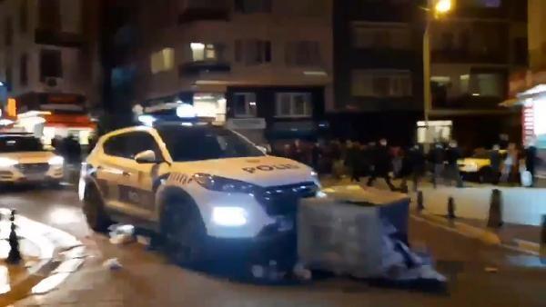 Kadıköy'de göstericiler polis araçlarına saldırdı! Fahrettin Altun'dan sert tepki