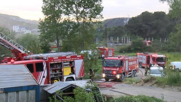 Sultangazi'de depo yangını