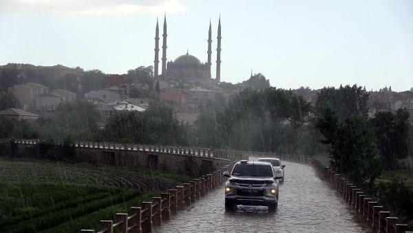 Edirne'de dolu sürprizi! Zor anlar yaşadılar