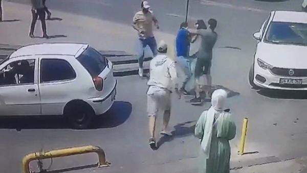 Fatih'te saniye saniye dehşet! Adım adım takip ettiler, onlarca kişinin gözü önünde gasp etmeye kalktılar
