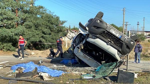Tekirdağ Ergene'de korkunç kaza! Tren minibüse çarptı: 4 ölü