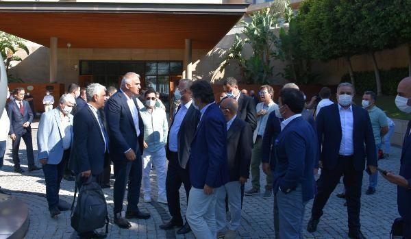 Bakan Ersoy, Marmaris'te turizmcilerle buluştu