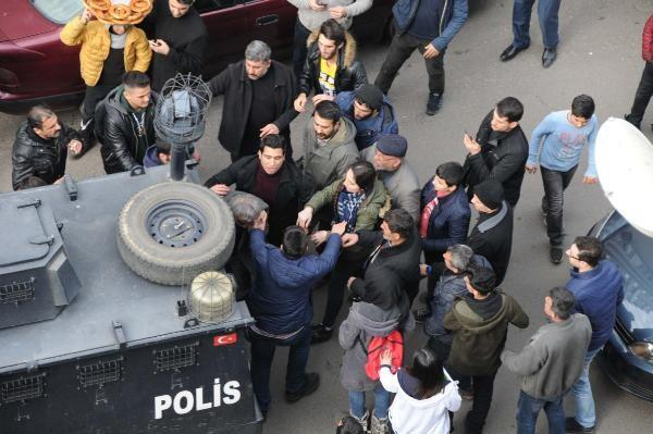 Diyarbakır'ı karıştırdı! Polis ellerinden zor aldı...