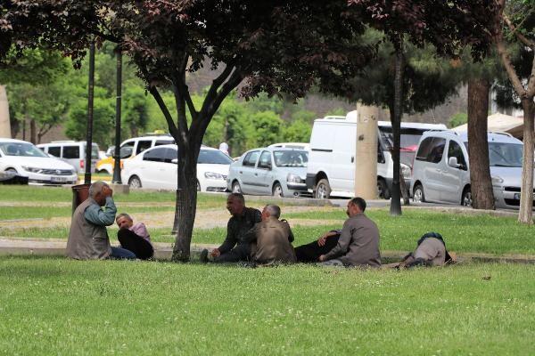 Diyarbakır'da termometre 35 dereceyi gösterdi, vatandaş sokağa çıktı