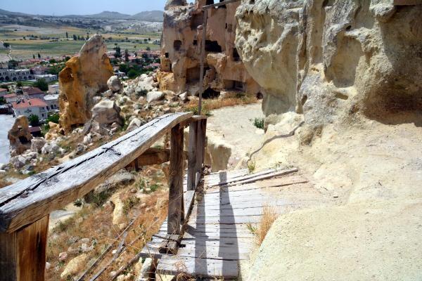 Kapadokya'da tarihi kiliseye giden yolun köprüsü yıkıldı, muhtar uyardı: Çok tehlikeli