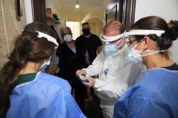 60815e194e3fe11310b6fe6f - Antalya'da 'aşı ikna timi' devrede! Çatkapı gittiler, ilk doz aşıyı yaptılar