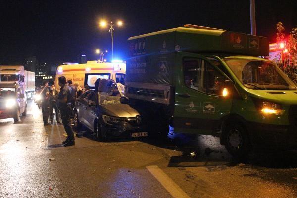 İBB'nin ağaç bakım aracına otomobil çarptı: 1'i ağır 5 yaralı