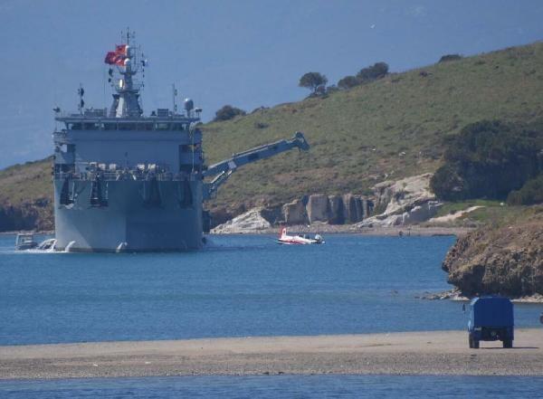 İzmir'de denize düşen uçağın enkazı çıkarıldı
