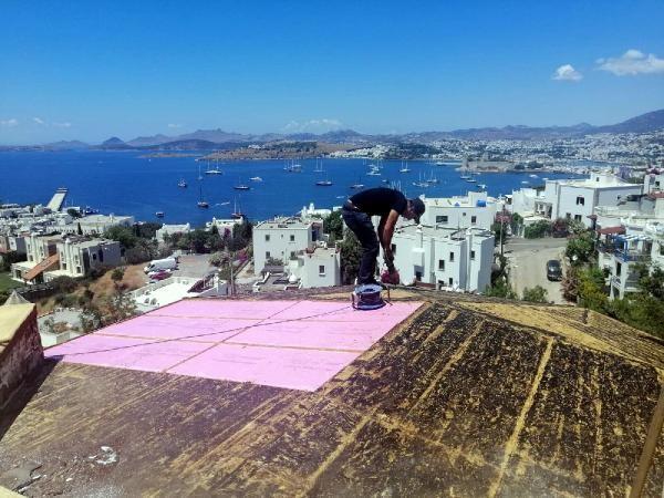 Can Dündar'ın villasında kaçak bölümler yıkılıyor