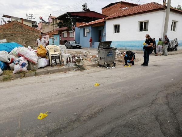 Manisa'da silahlı kavga: 3'ü yoldan geçen 4 yaralı