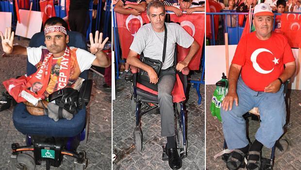 'Demokrasi Nöbeti'ne engelli vatandaşlardan destek