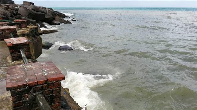 Yağmur sonrası Karadeniz'in rengi değişti