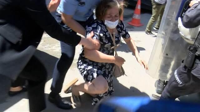 İBB Başkanı Ekrem İmamoğlu'na protestoda arbede! 'Parkımızı vermiyoruz'