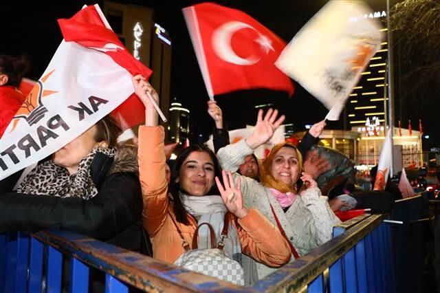 Son dakika... Cumhurbaşkanı Erdoğan'dan 'balkon' mesajı: Seçimin birinci partisi AK Parti, diğerleri düşünsün