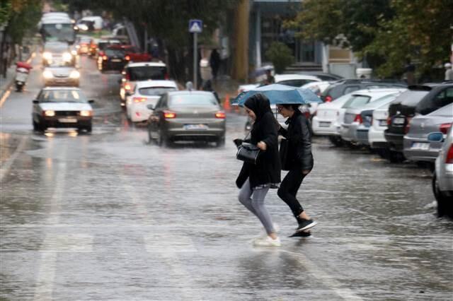 Yağış İstanbul'un kapısına dayandı... Meteoroloji'den çok sayıda kente uyarı