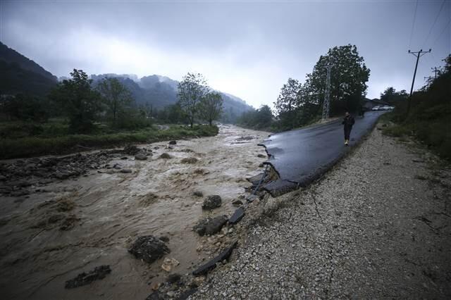 Son dakika... Düzce'de sel kâbusu! Yol kapandı, dereler taştı, her yer göle döndü!