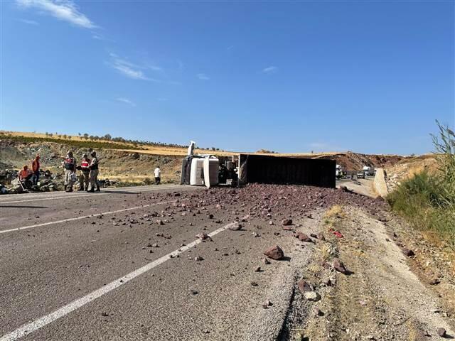 Son dakika... Kilis'te feci kaza! TIR ile otomobil çarpıştı, 4 kişi hayatını kaybetti