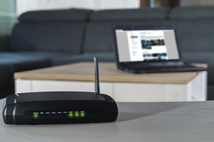 Hackerların kolay hedefi: Modemler... Telefona, yatak odasındaki TV'ye girebilirler!