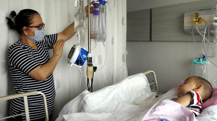 ALD hastası Mahmut Ali'nin gözü kulağı annesi... 'Oğlumu kaybetmeye hazır değilim'
