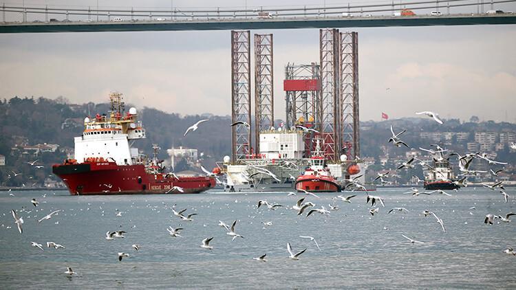İstanbul Boğazı'nda şaşkına çeviren görüntü