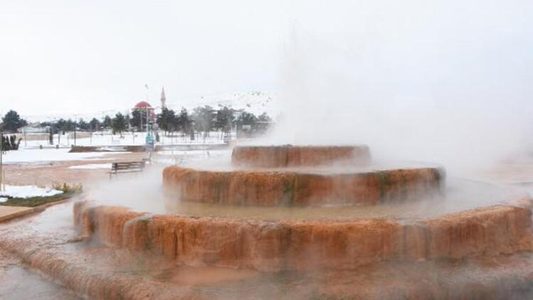 Sivas'taki Altınkale'de sıcak ve soğuk bir arada