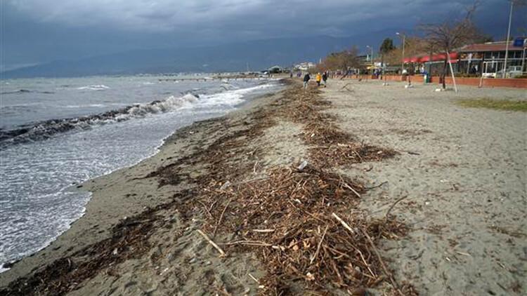 Edremit Körfezi'nde kuvvetli lodos nedeniyle iskeleler zarar gördü