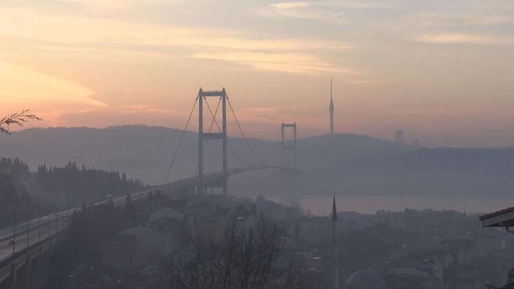 İstanbul Boğazı'nda sabah saatlerinde sis etkili oldu