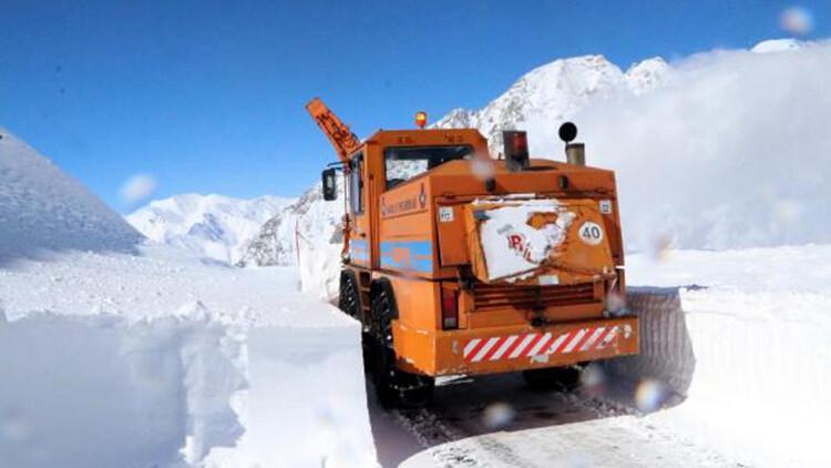 Van'da 3 metre karla yoğun mücadele