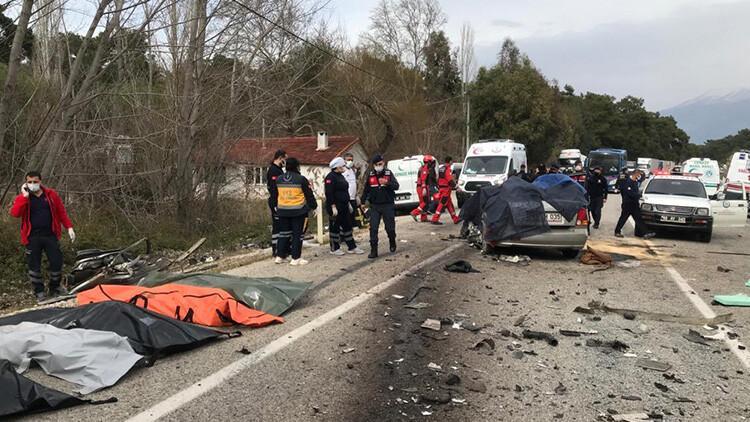 Son dakika... Muğla'da katliam gibi kaza! 5 kişi hayatını kaybetti