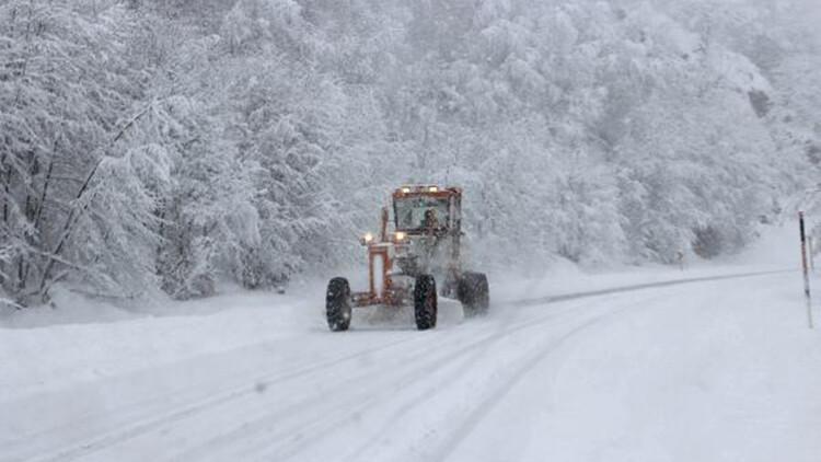 İnebolu'da kar yağışı; 34 köy yolu ulaşıma kapandı