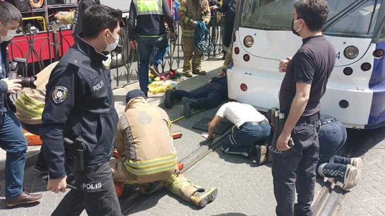 Son dakika: Fatih'te tramvay durağında panik! Herkes seferber oldu
