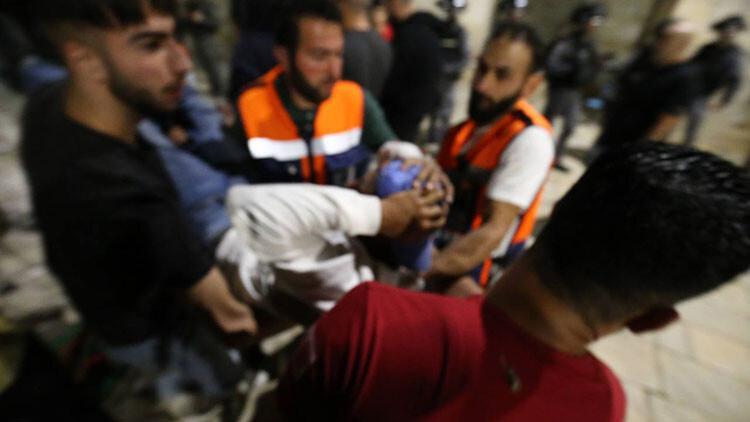 Son dakika: İsrail'den hain saldırı! Mescid-i Aksa'da cemaati hedef aldılar; çok sayıda yaralı var... Peş peşe sert tepkiler..